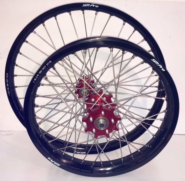smpro-wheel-set-red-hub-black-rim